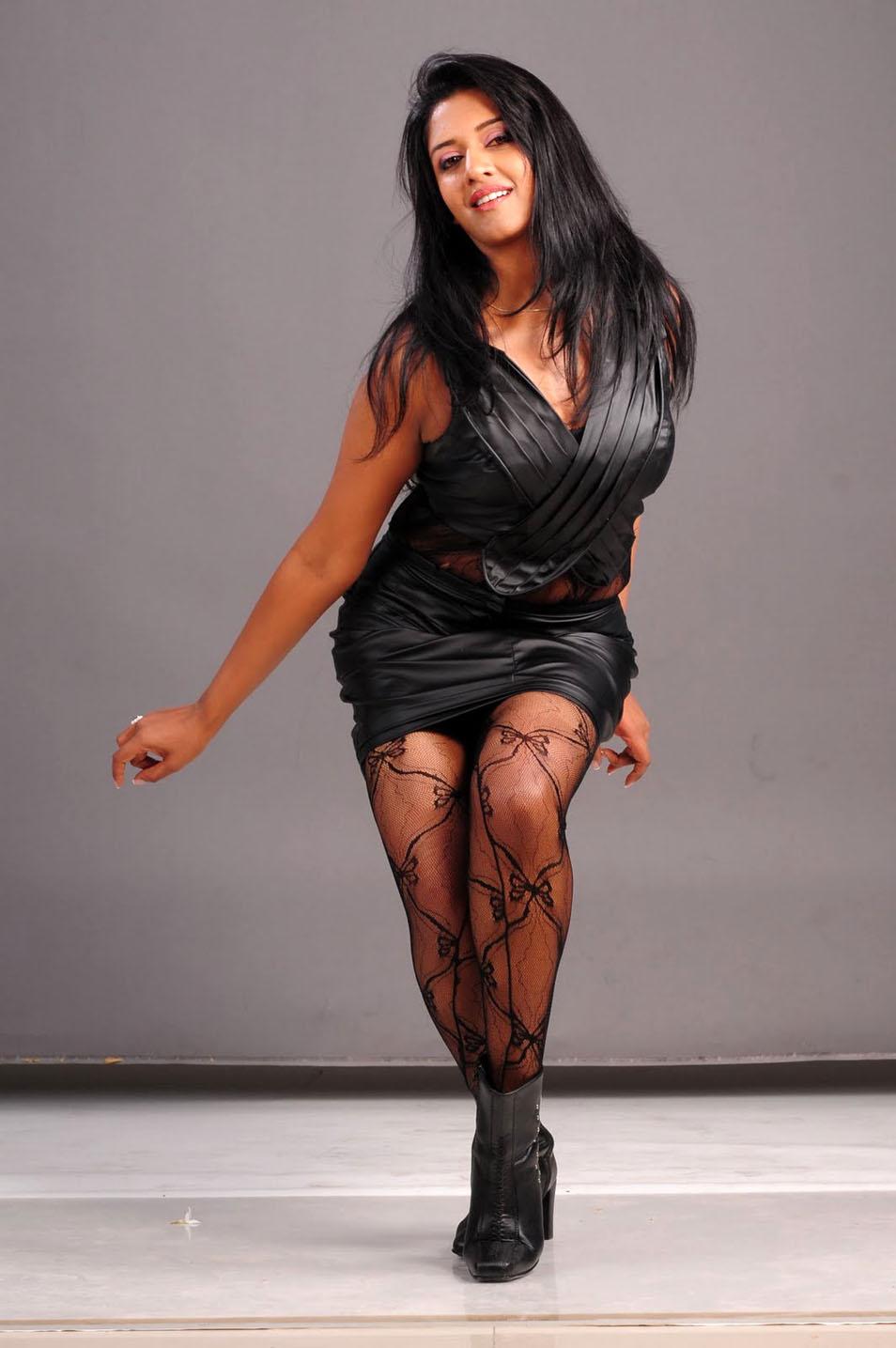 Vimala Raman Hot Photos www.moovstills.com
