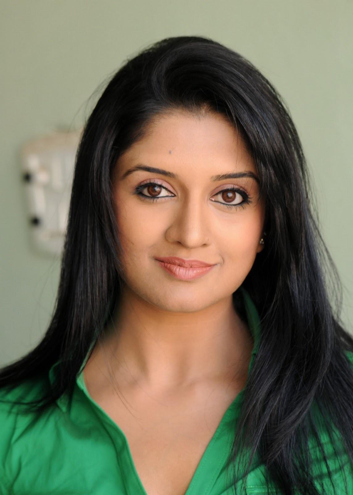 Vimala Raman hot looking pics