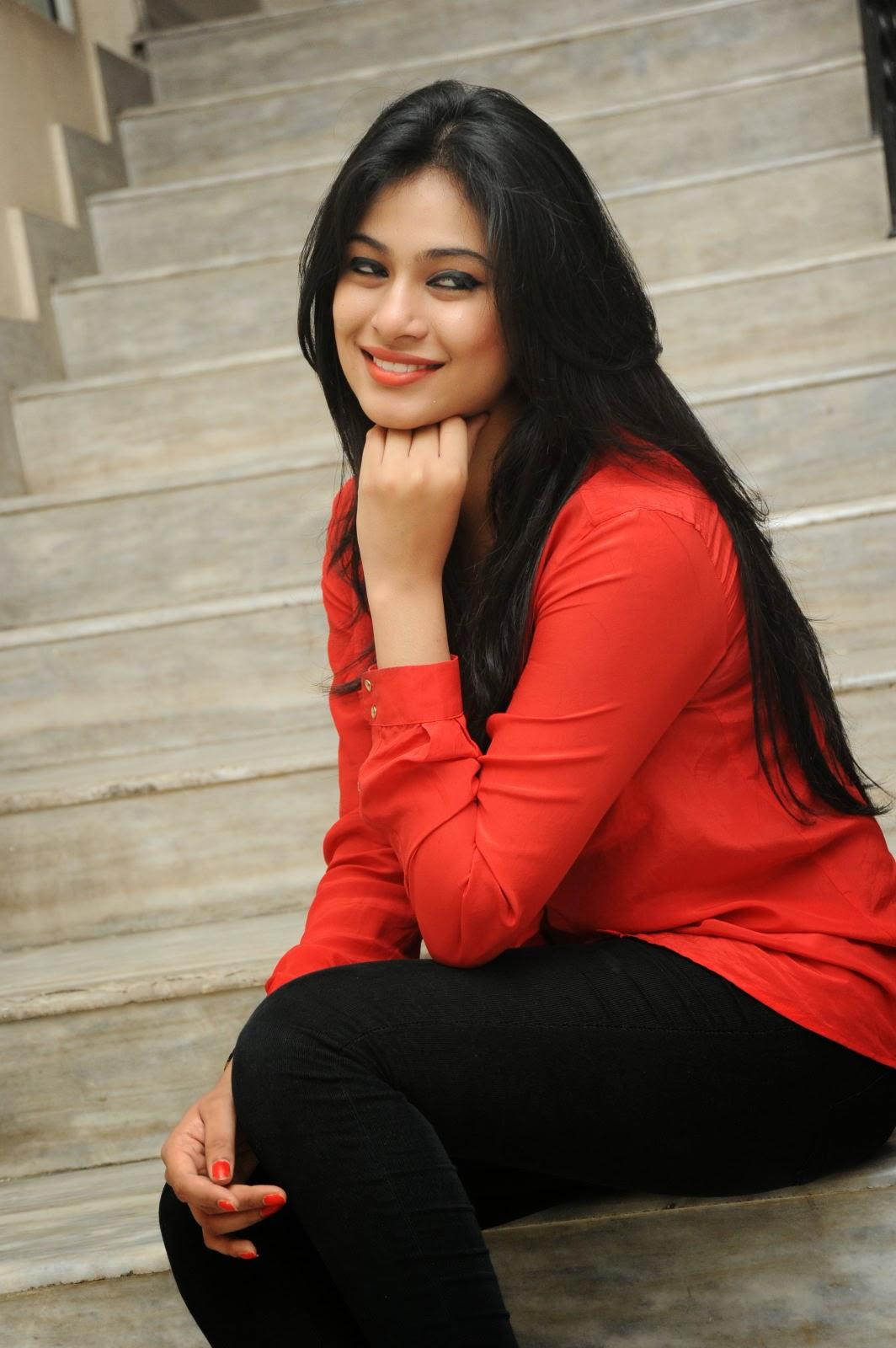 Zara Shah hot looks