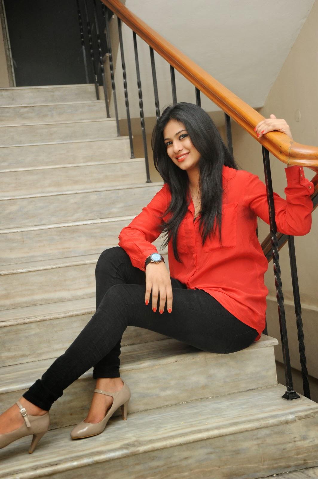Zara Shah sexy images