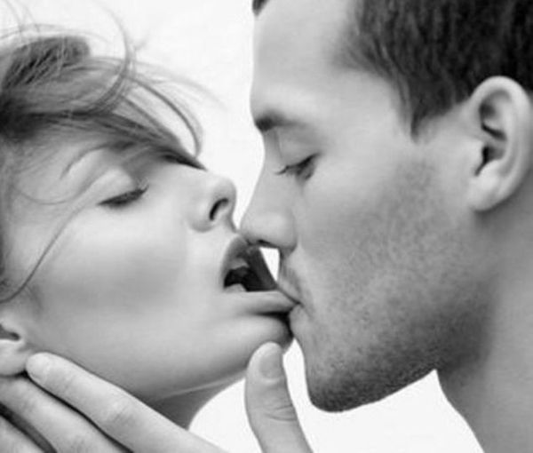 Hot Couple Lip kissing Images and Photos