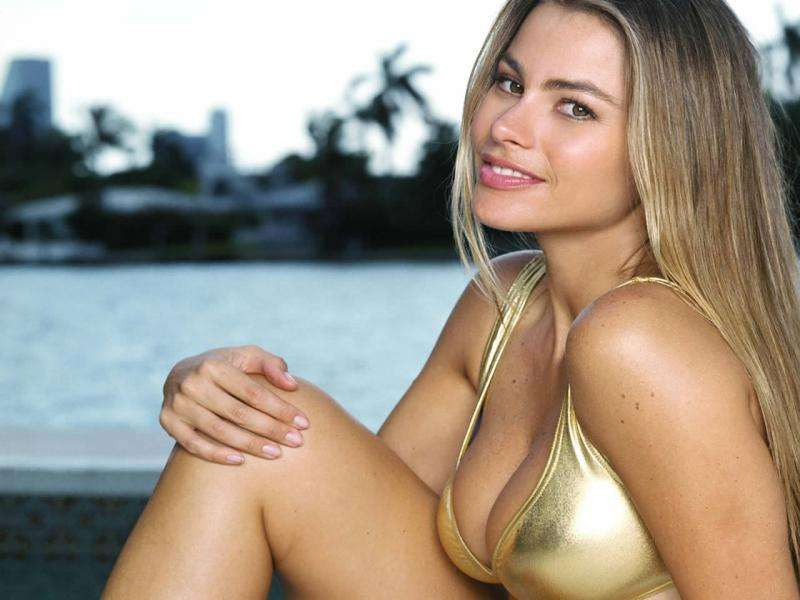sofia vergara topless hot images