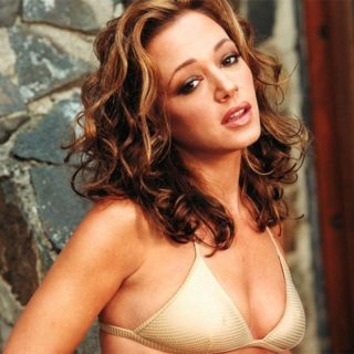 american-actress-model-leah-remini-sexy-wallpapers