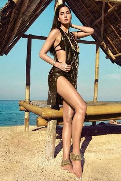 katrina-kaif-in-black-swimwear-looks-stunning