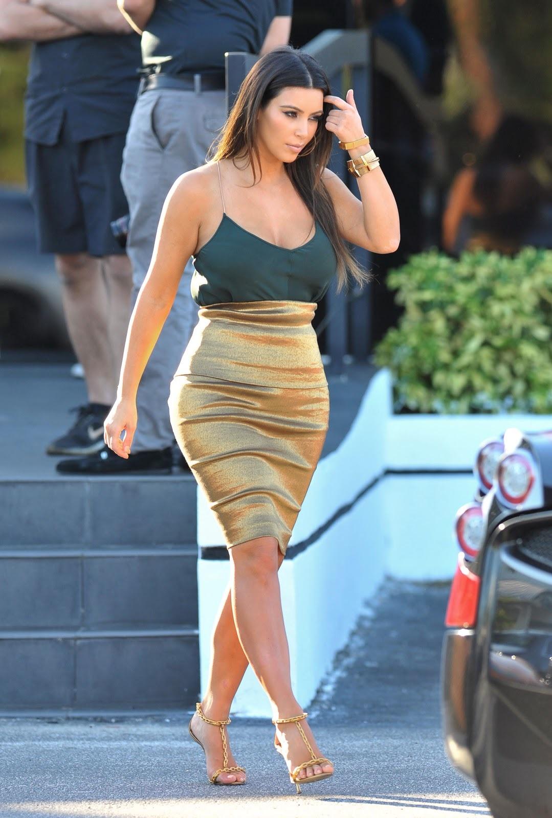 kim-kardashian-sexy-bold-photos