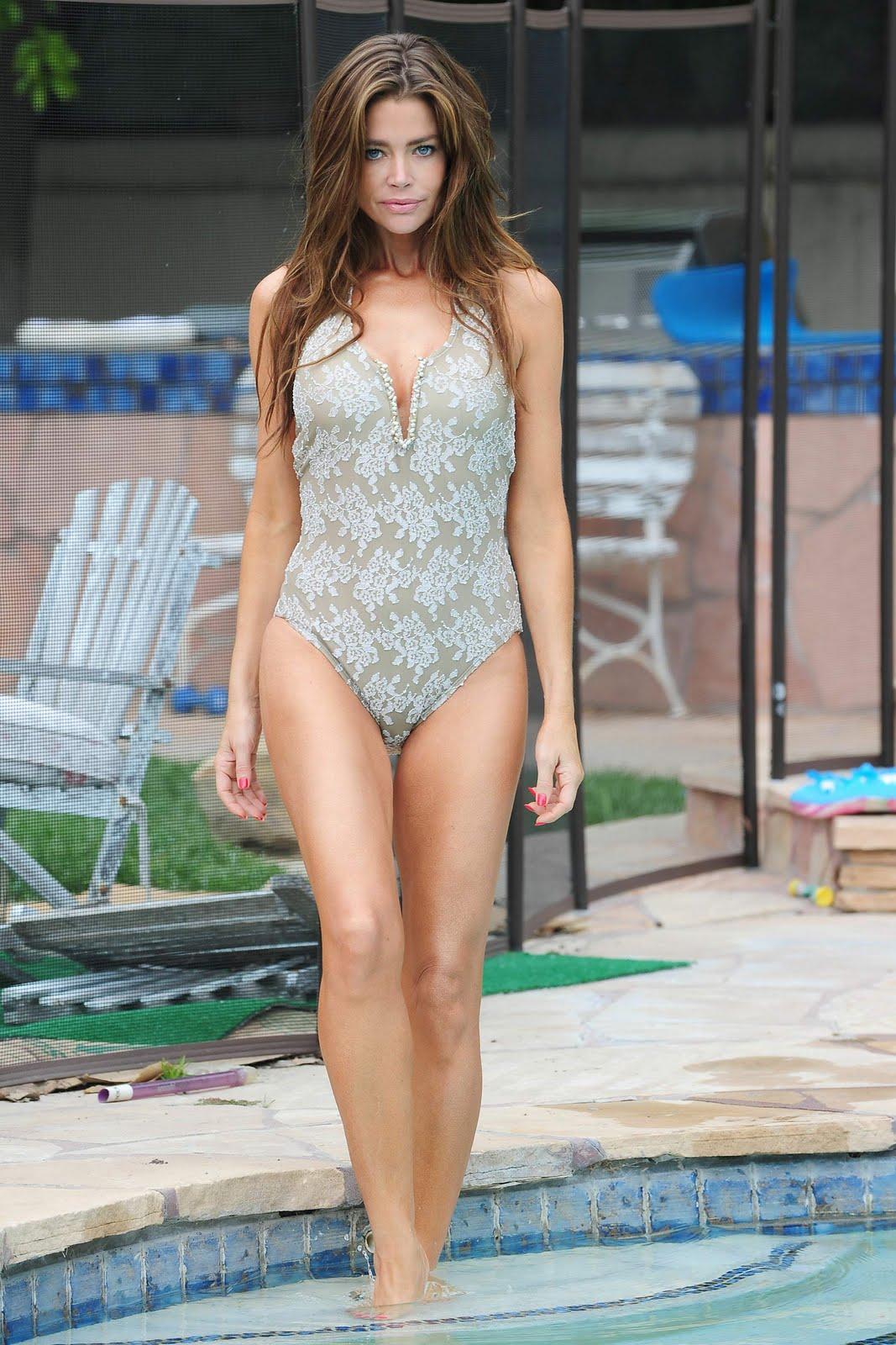 denise-richards-bikini
