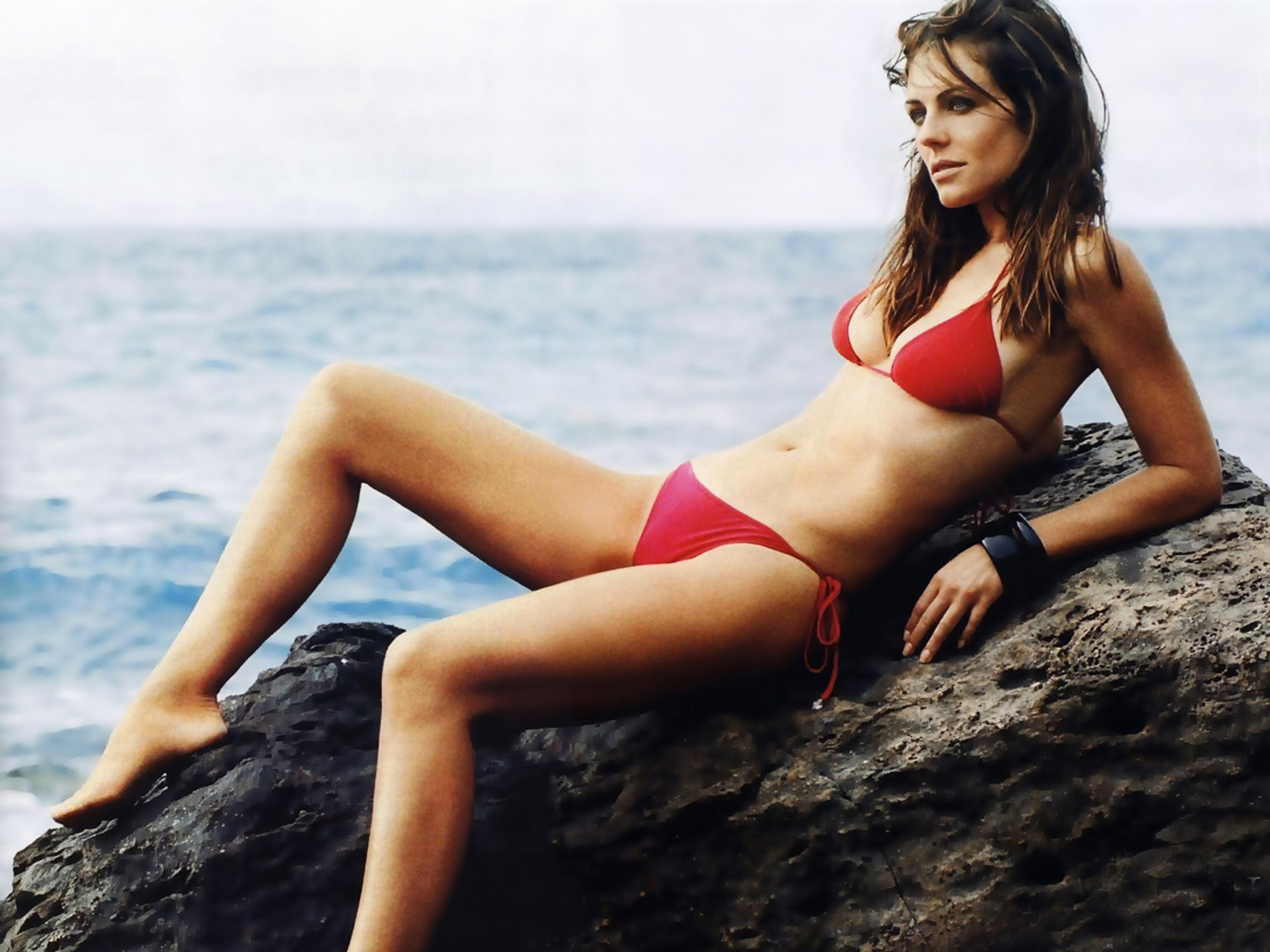 Elizabeth Hurley Hot And Sexy Leaked Bikini Photoshoot