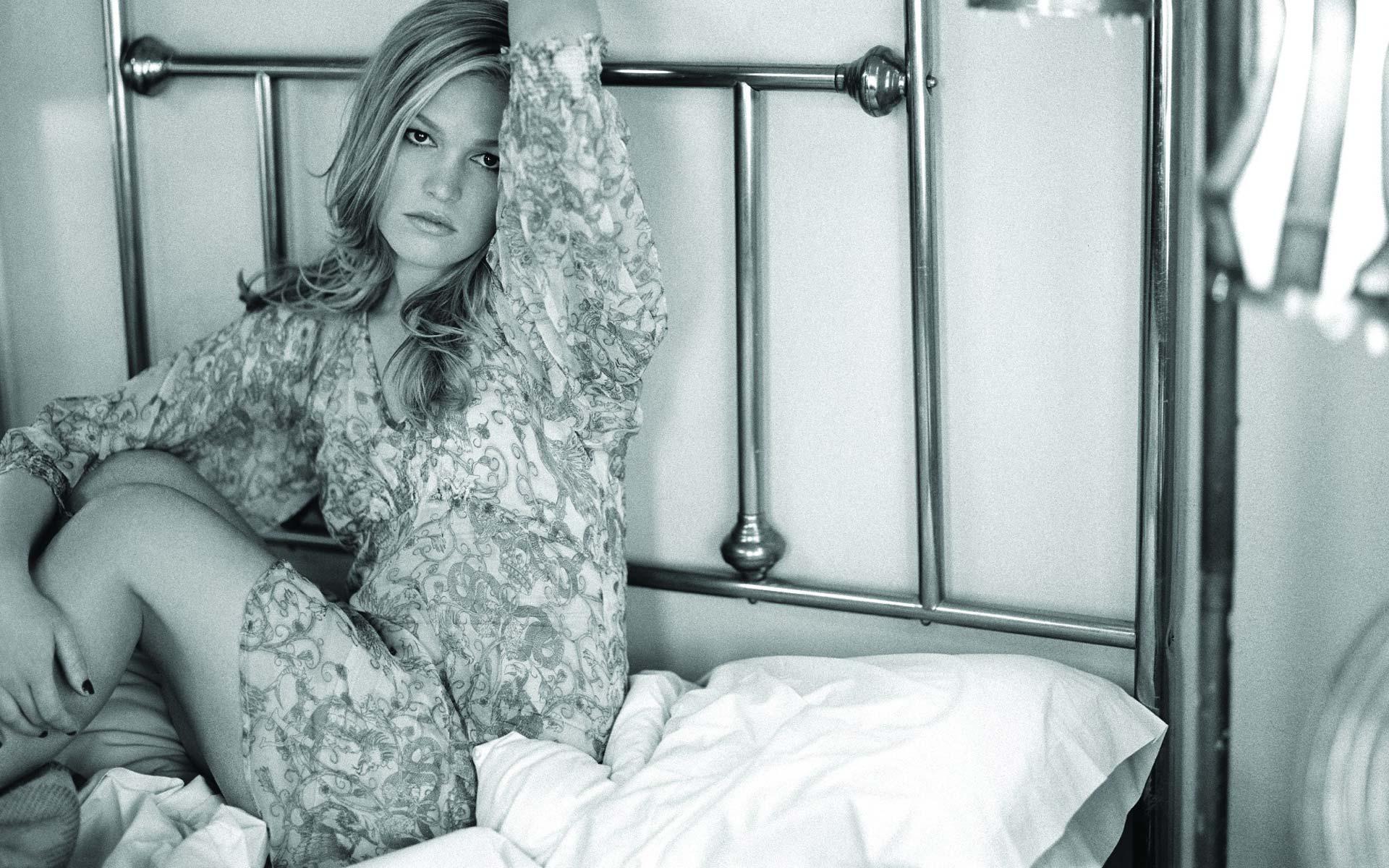 julia-stiles-images