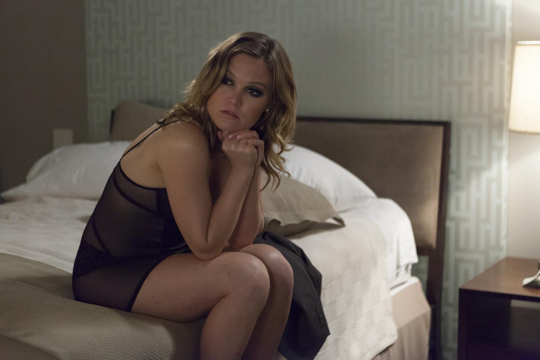 julia-stiles-topless-photos