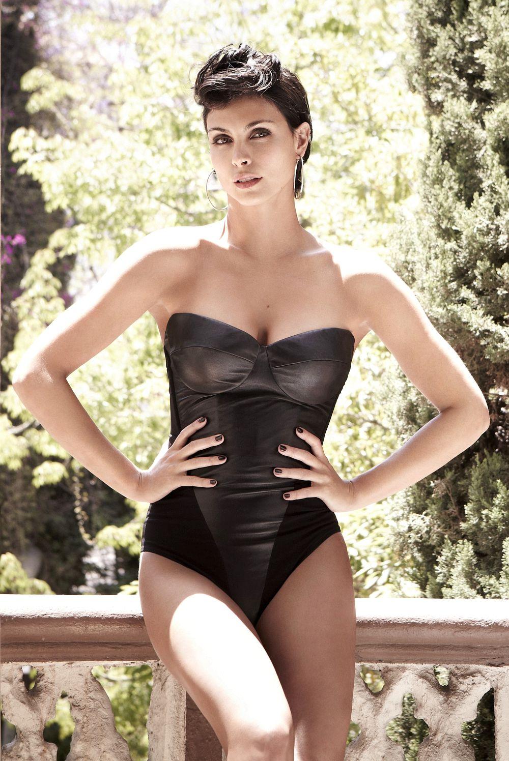 Morena Baccarin Bikini Nude Photos 32
