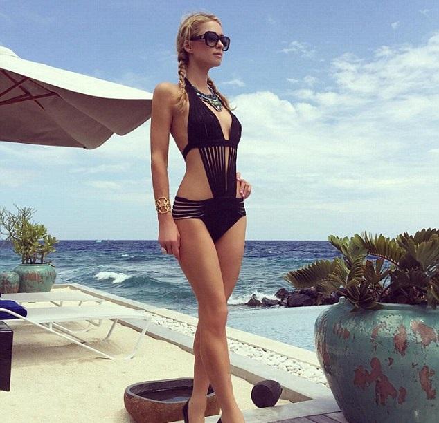Sexy Paris Hilton Gallery of Hot Pics & Photos