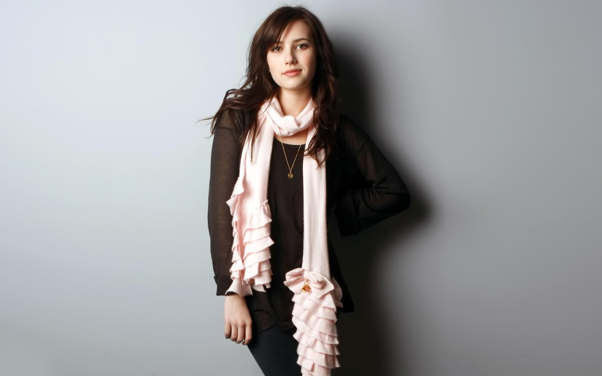 emma-roberts-sexy-stills