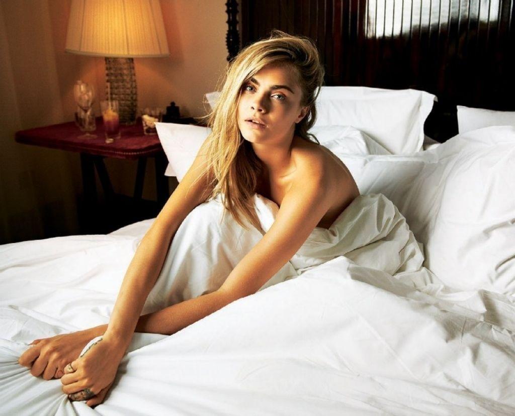 Cara delevingne hot bikini pics leaked images videos for Hot bedroom photos