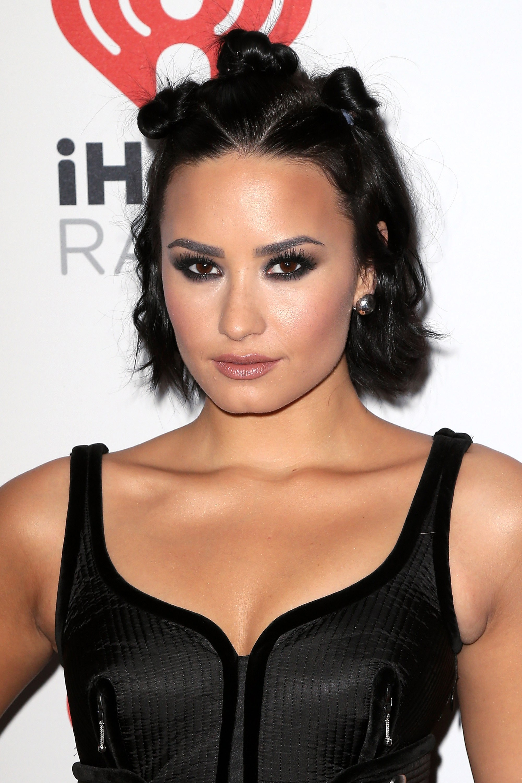 Demi Lovato Hot & Sexy Bikini Photos, Images