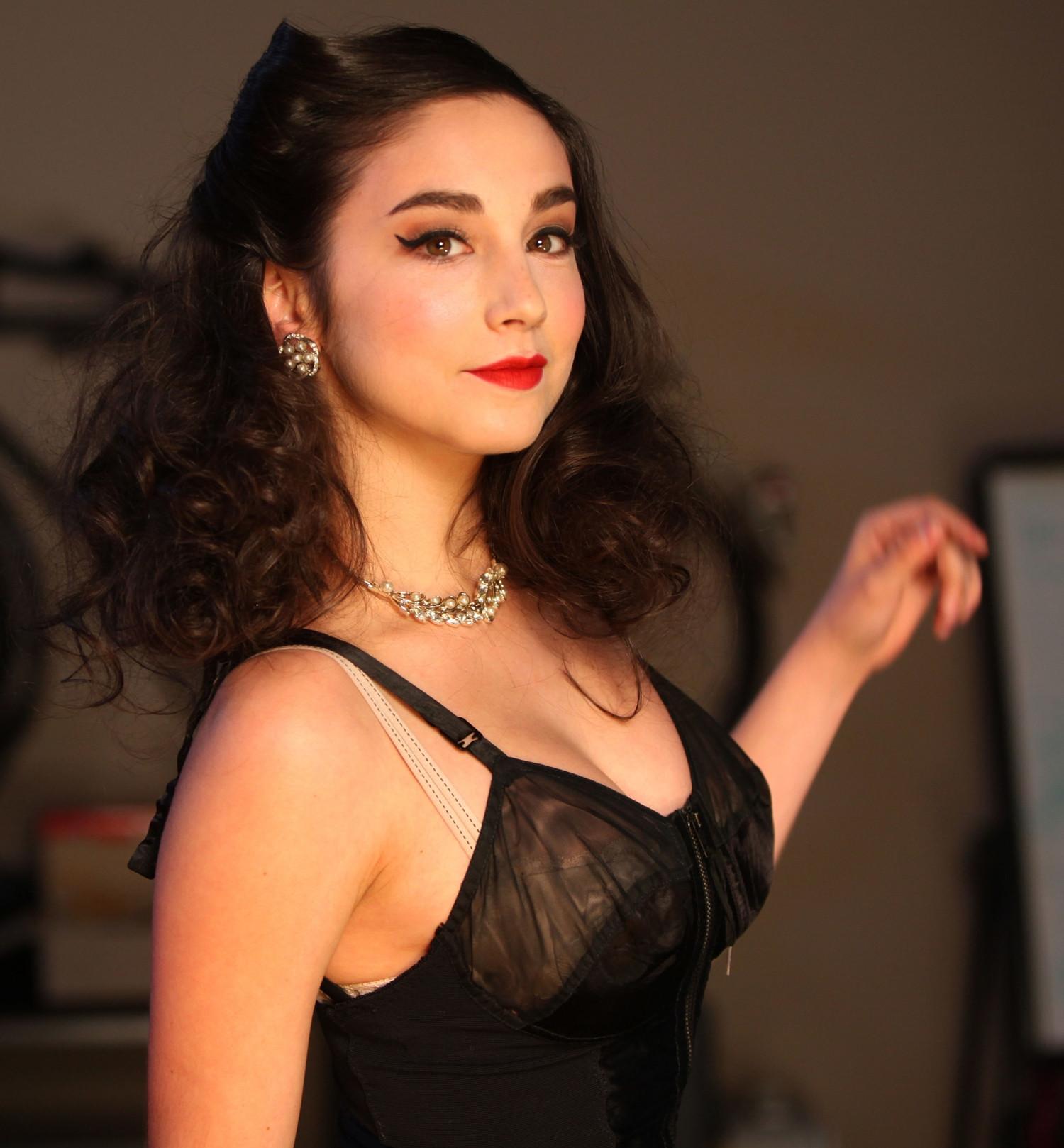 Megan Markle Imdb >> Molly Ephraim Hot Bikini Images, Sexy Photos & Videos