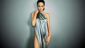 Angelina Jolie posed nude