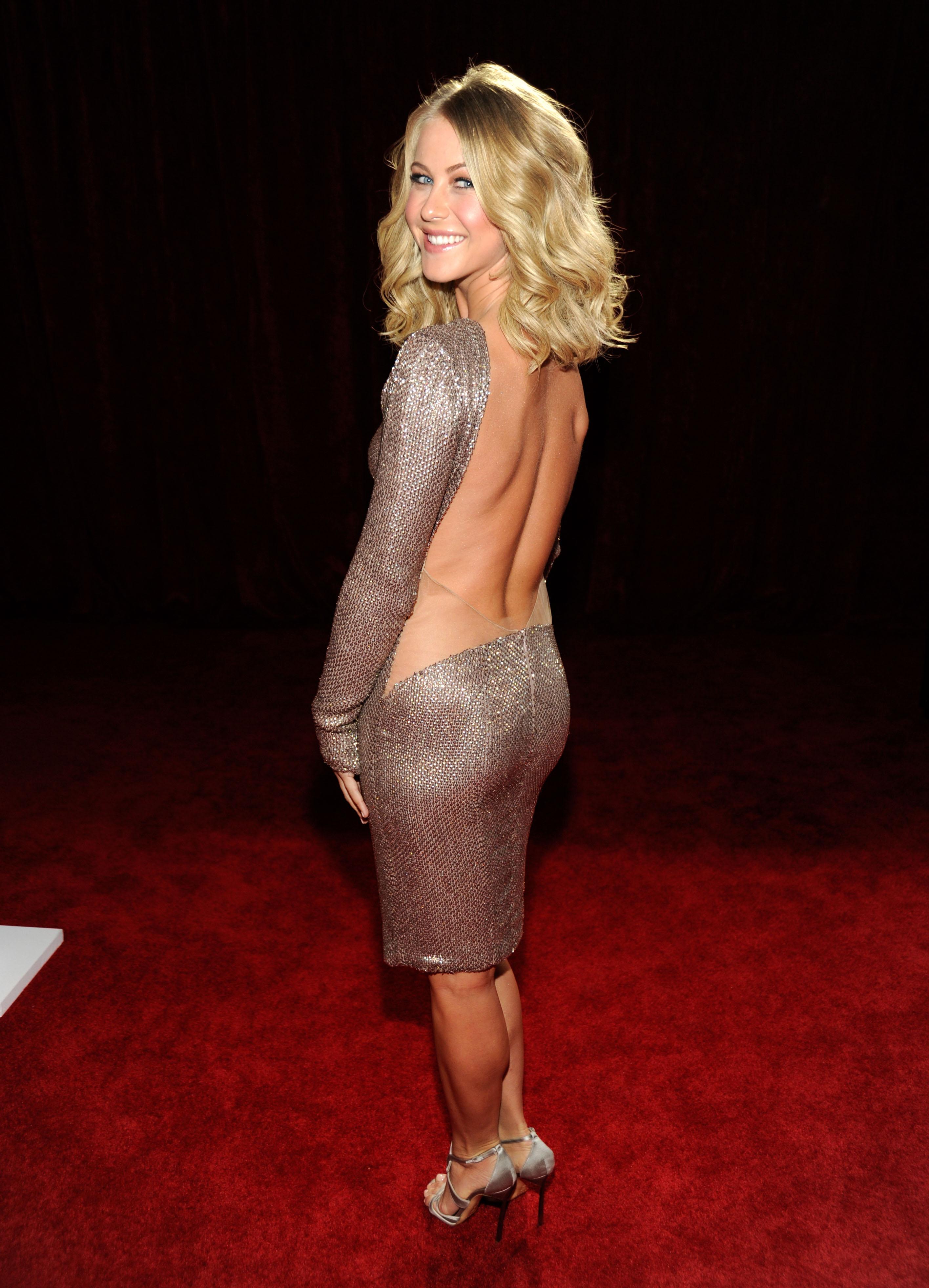 Julianne Hough Braless Nude Photos 48