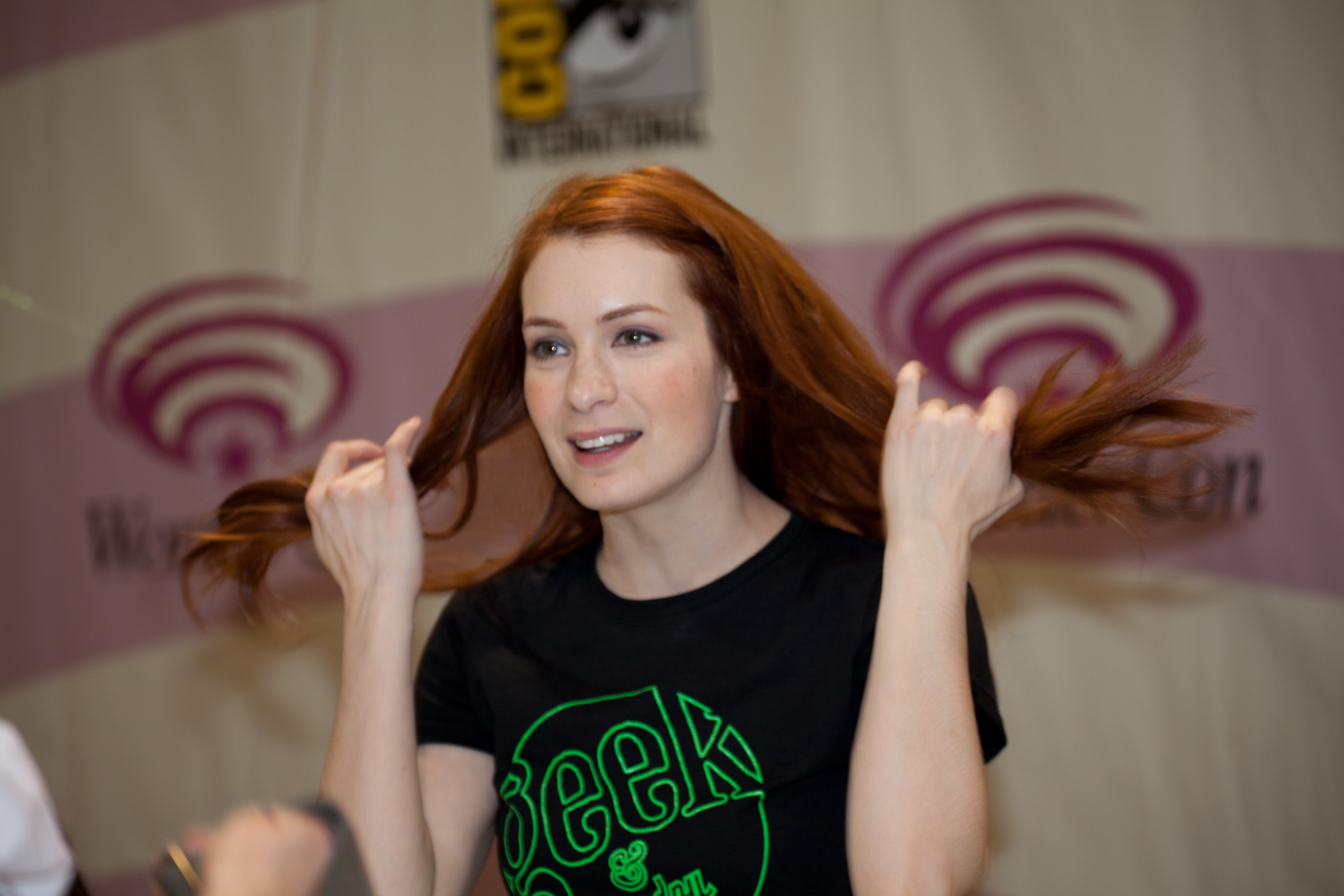 Felicia Day Hot Photos, Sexy Images & Wallpapers Gallery