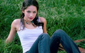 Kristin Kreuk Hottest Swimsuit Photos & Topless Wallpapers